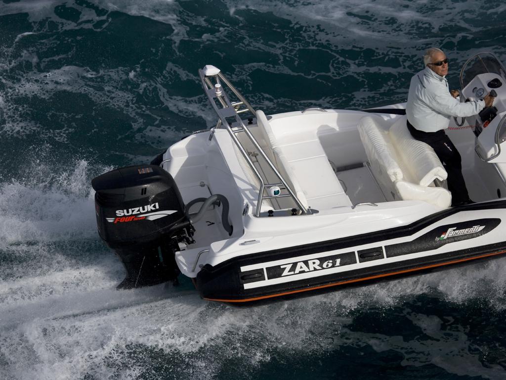 ZAR 61 Plus in Fahrt auf dem Meer