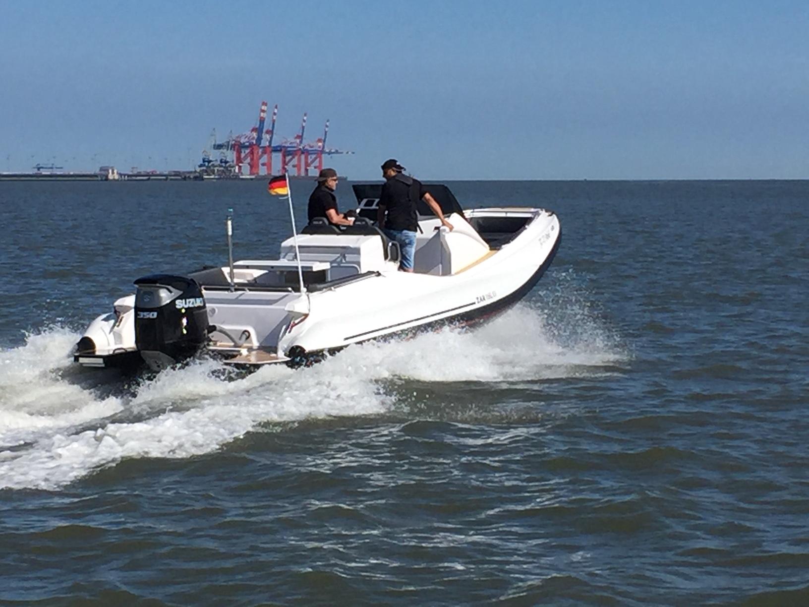 ZAR 85 SL mit 350 PS auf der Jade bei Wilhelmshaven